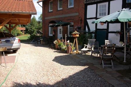 Schönes Zimmer im Weserbergland - Auetal - Lägenhet
