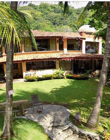 Beautiful Spanish Colonial House - Playa Hermosa - Casa