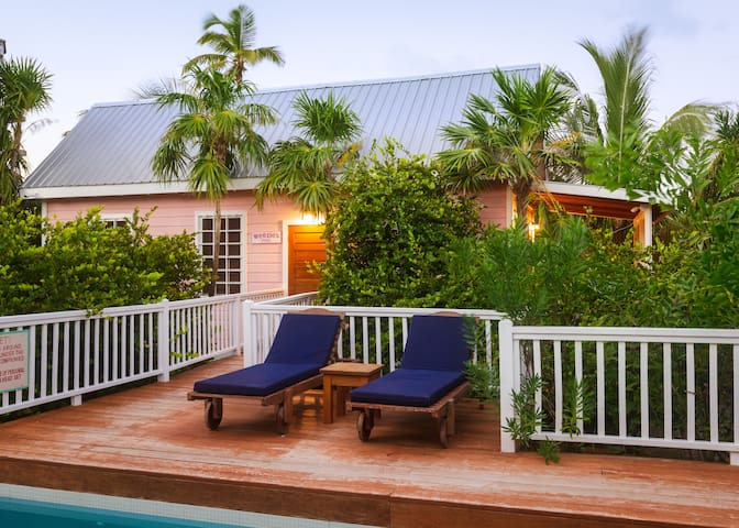 Weezie's Pink Cottage with a pool - Caye Caulker - Haus