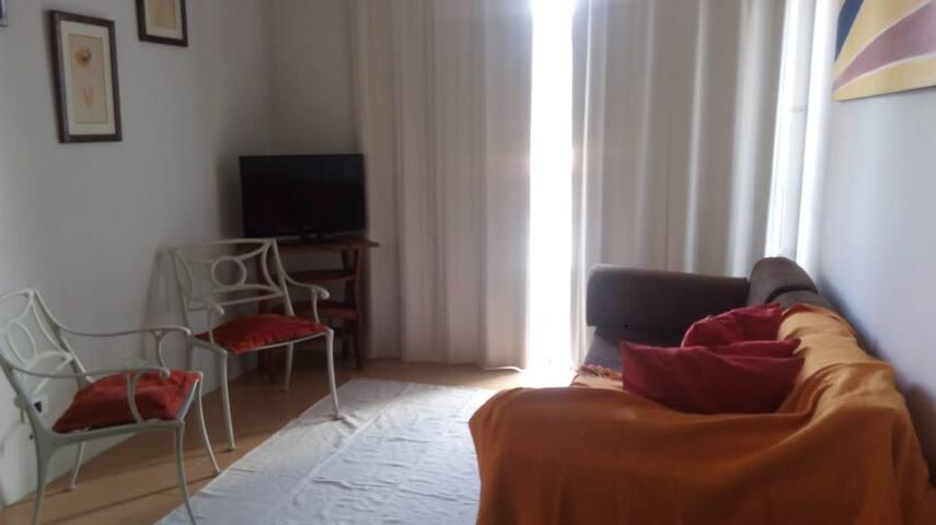 Apartamento  inteiro com Wifi em Candeias.