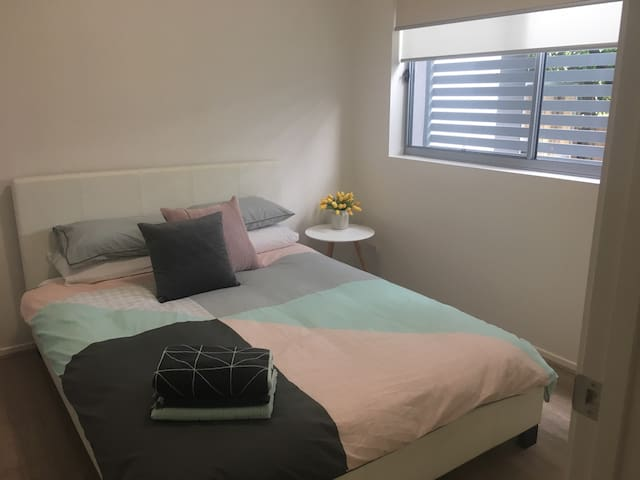 Brisbane close 2 airport,city,train - Nundah - Byt
