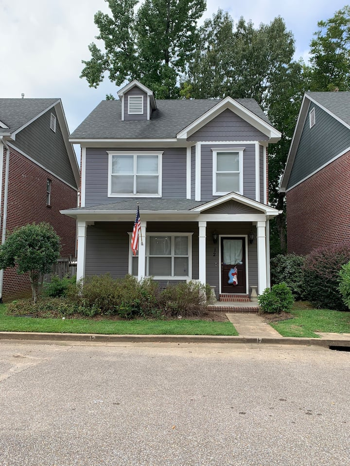 Great stand alone condo 1 mile from the square