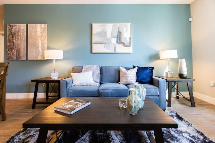 Elegant 2-Bedroom   Near Diamond Jamboree Irvine  