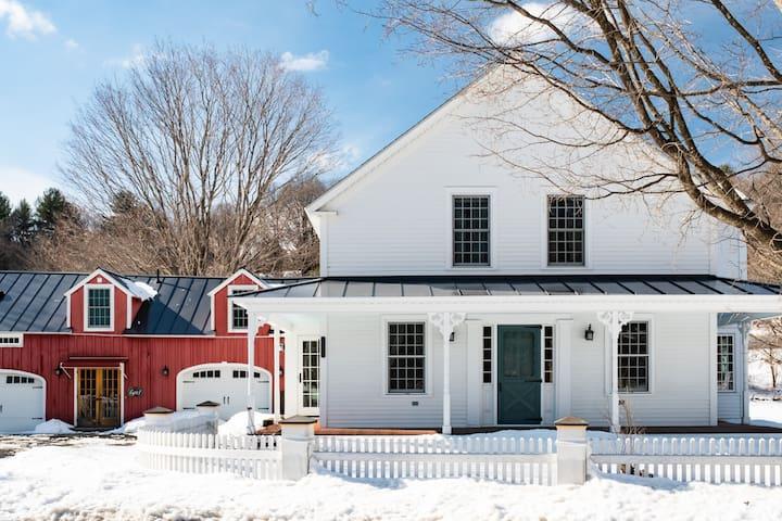 Weatherhead Hollow Farmhouse - Bedroom 1