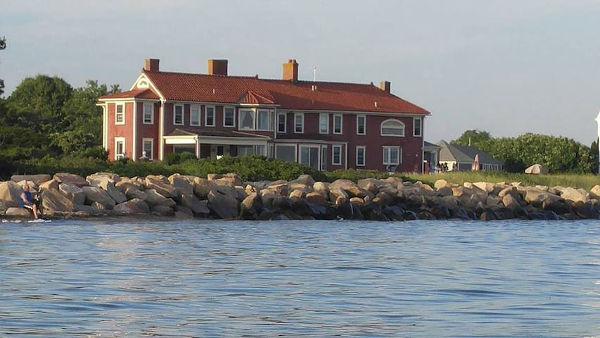 """Historic Oceanfront """"Waterside"""""""