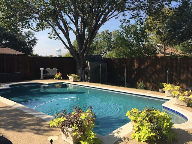 North Dallas Guest House with loft & lovely pool