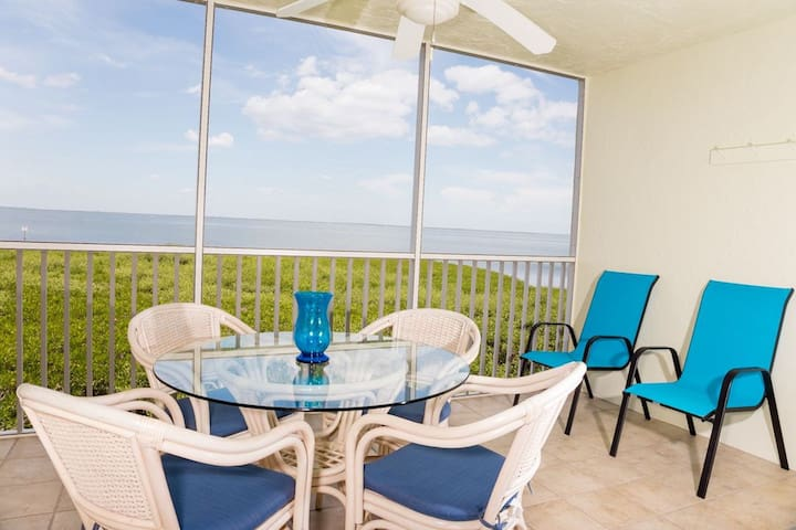 Unobstructed panoramic views of Bayfront,  including redfish pass,  Rauschenerg Fish House, and wildlife galore! Only 3rd floor Bayfront Villa on Airbnb/VrBO (See picture detailing location). Best view guaranteed! Enjoy a fabulous dinner, our welcome cigar and bottle of wine, or simply hours of wildlife observation from this patio.