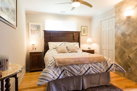 Junior Master Bedroom, Queen Bed, full bathroom. - Napa - House