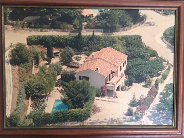 Villa ensoleillée avec piscine, 1 à 7 personnes