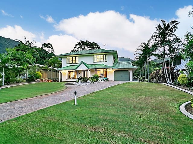 Family friendly retreat in the tropical hills - Bayview Heights - Hus