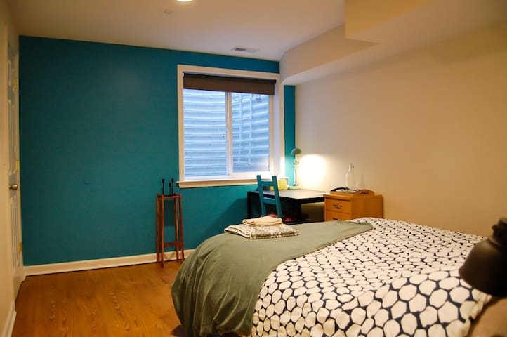 Large Room w Private Bath/Desk, Northern Liberties