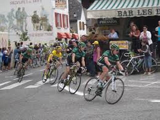 Tour de France au centre du village