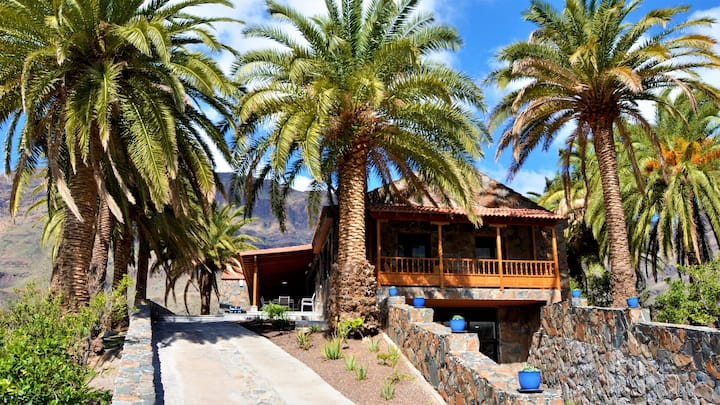 Villa Gran Canaria with a private heated pool