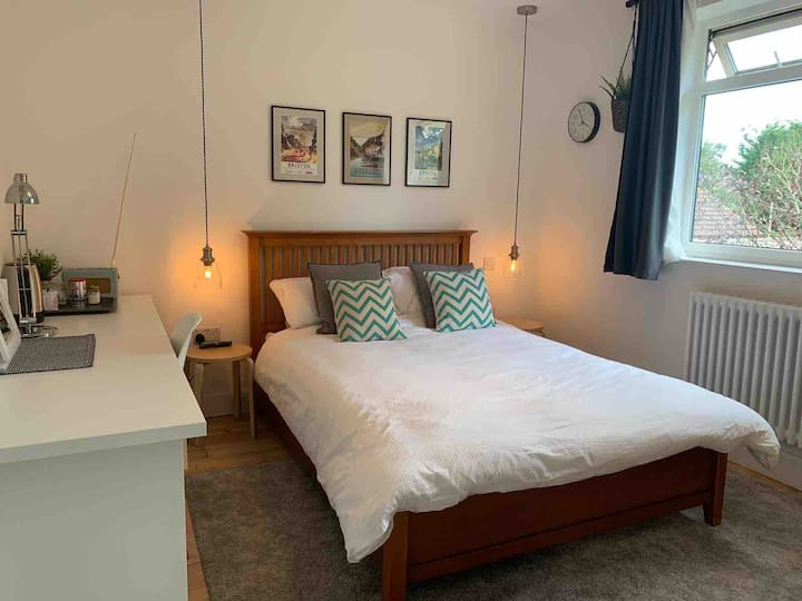 Cosy Double Bedroom with Ensuite in shared house