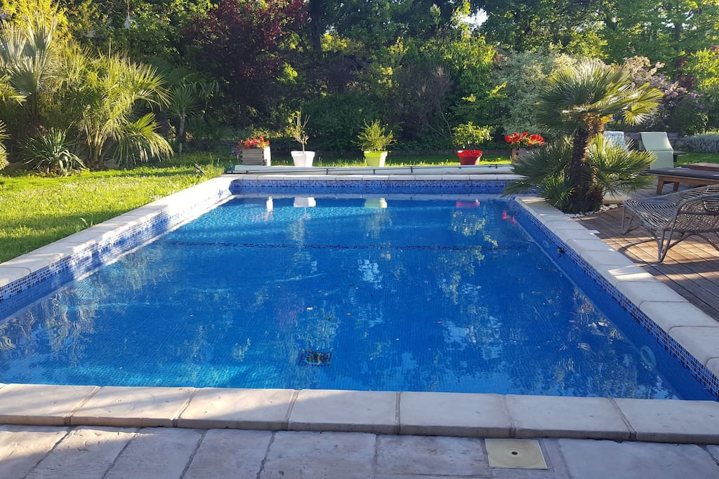 Piscine accessible en journée de 8h à 18h en semaine.L apres midi le week end.