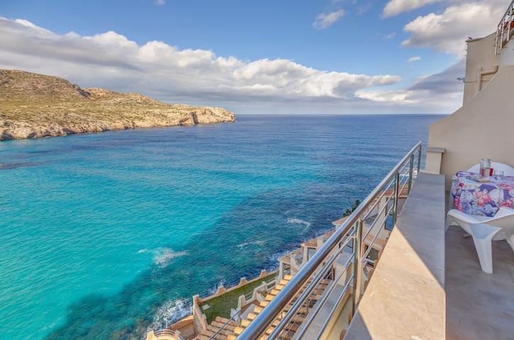Moderne Ferienwohnung mit Meerblick, Pool, Balkonen, einer Klimaanlage und WLAN