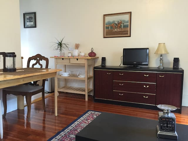Private 1 Bedroom -  Wellesley, MA - Wellesley