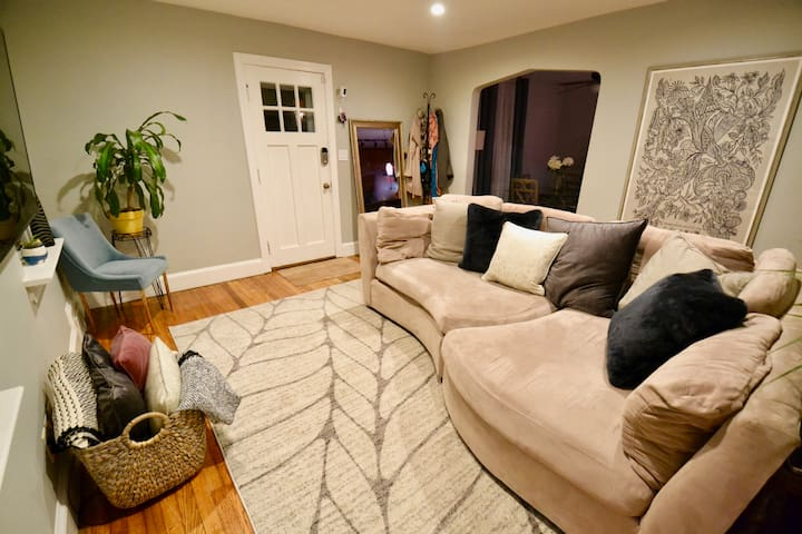 TV ROOM - SHARED... netflix HBO and firestick available