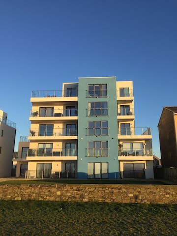 Seafront apartment available. Min 2 nights.