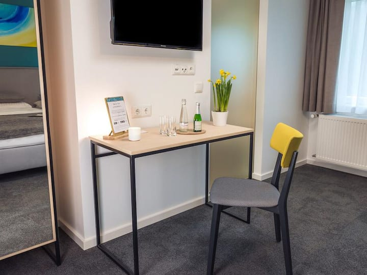 Hotel & Cafe Mühlenglück, (Oppenau), Doppelzimmer mit Bergblick, 18qm