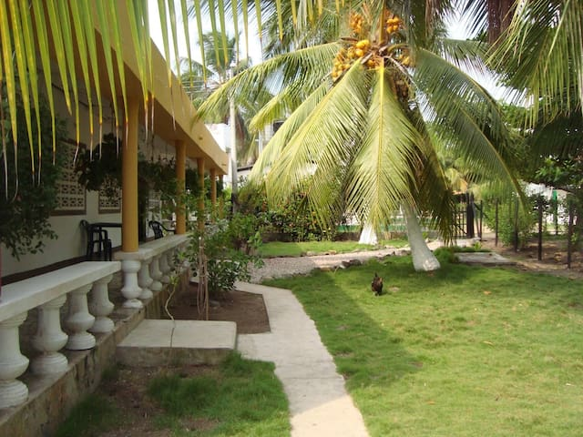 Cozy cottage just a few meters away from the beach - El Porvenir
