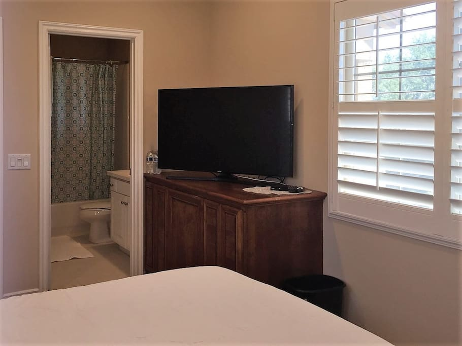 Private Master Suite with Smart Flat TV/Cable and all new bedding