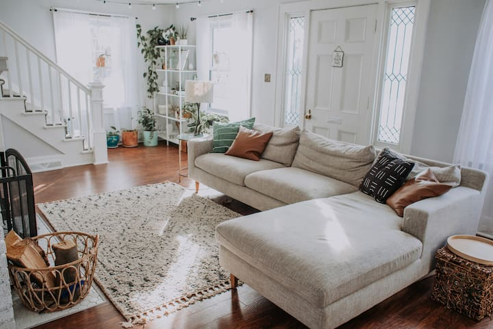 Cozy & comfy white house