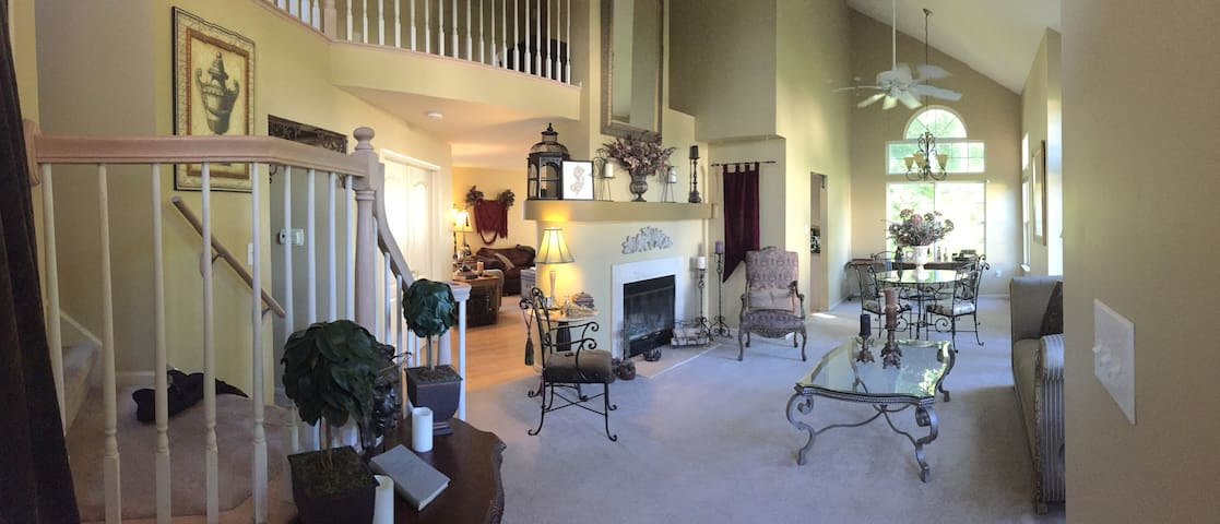 2BD Relax, Glamorous and Conveniently Located