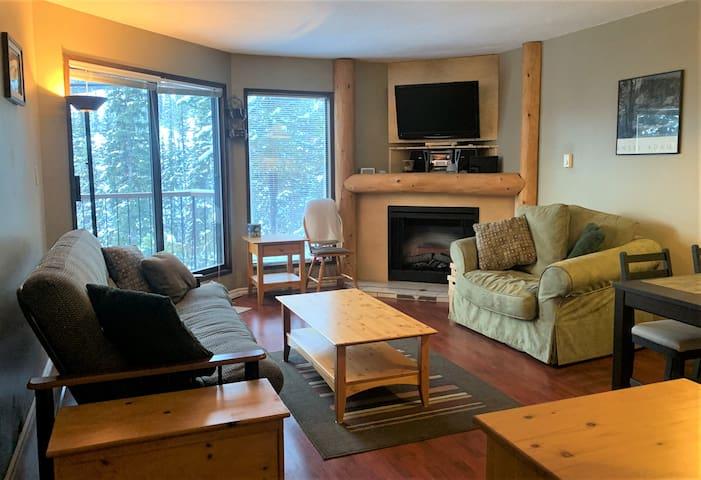 Apex Cozy Pine Retreat- Ski In/SkiOut -Slope Views