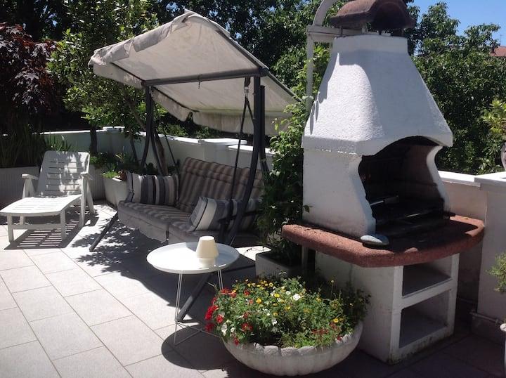 Villa singola con giardino privato stanza viola