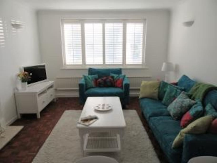 Comfortable sitting room with freeview television