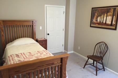 Quiet, Clean, Restful Stay with Full Breakfast - Bed & Breakfast