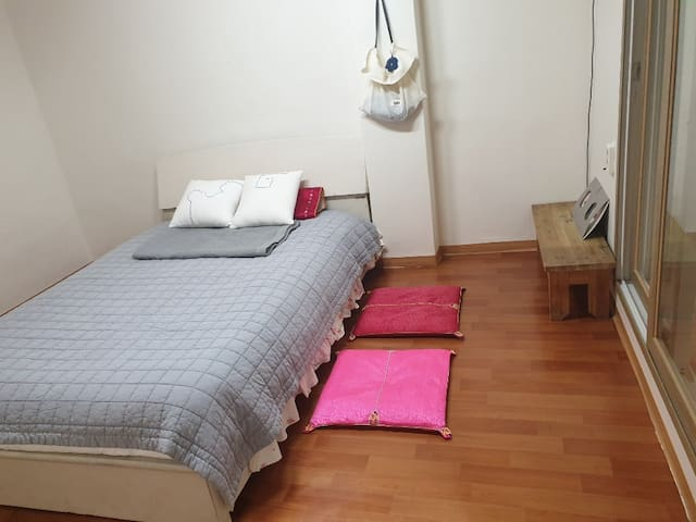 Hannam Dong One Bed APT Simple Stay -Best Price