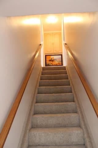 Rancher's Retreat-Entryway/Stairway