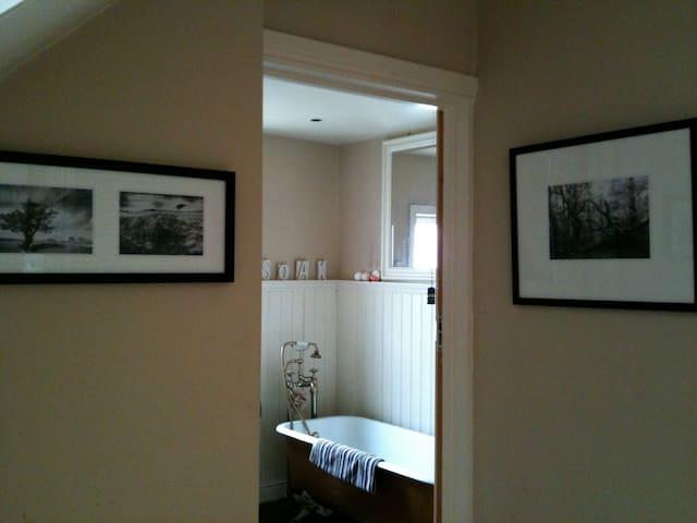 Bright Irish Cottage Style Home - Belfast - Vila