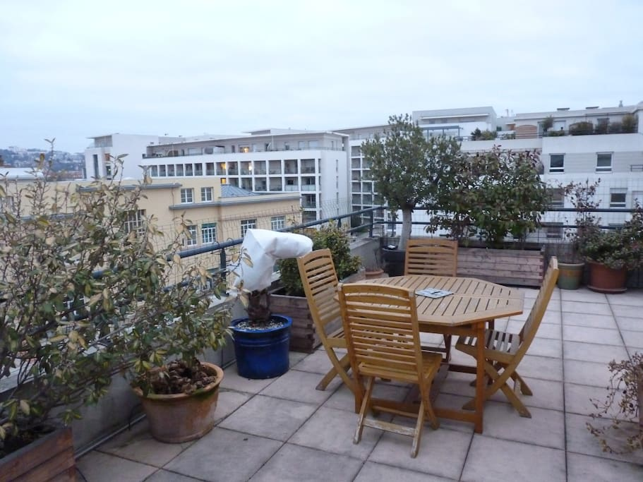 outsides (terrace)