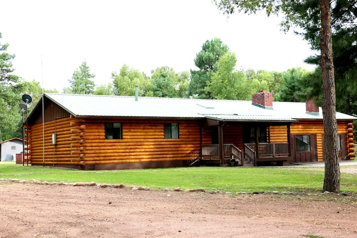 Large Cabin, Secluded and Beautiful
