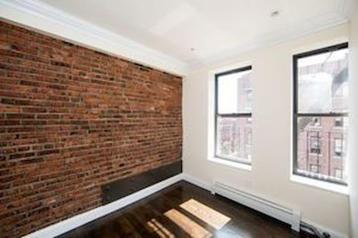 Peaceful Williamsburg- end of April/May 1 discount - Brooklyn - Departamento