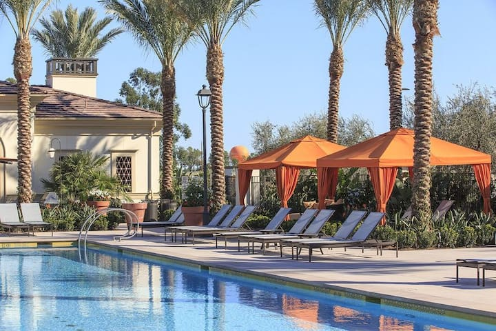 New 2 bedroom Apt in Irvine! 20 minutes to Disney - Irvine - Huoneisto