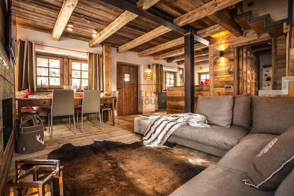 Chalet maison bianca chalets in affitto a valtournenche for Divani trentino alto adige