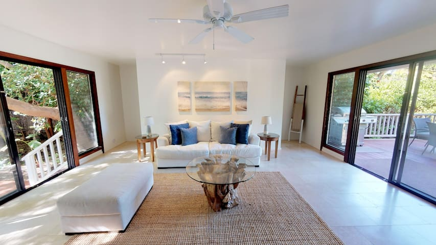 New Remodeled Puako House Across