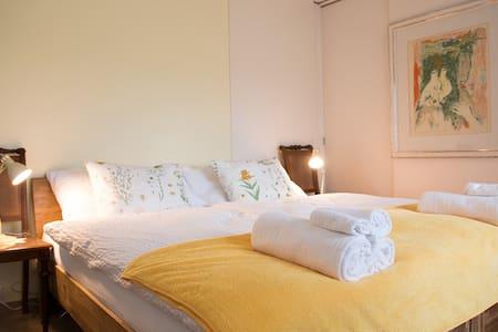 BnB im Garten mit grosszügigen Zimmern - Oberriet - Bed & Breakfast