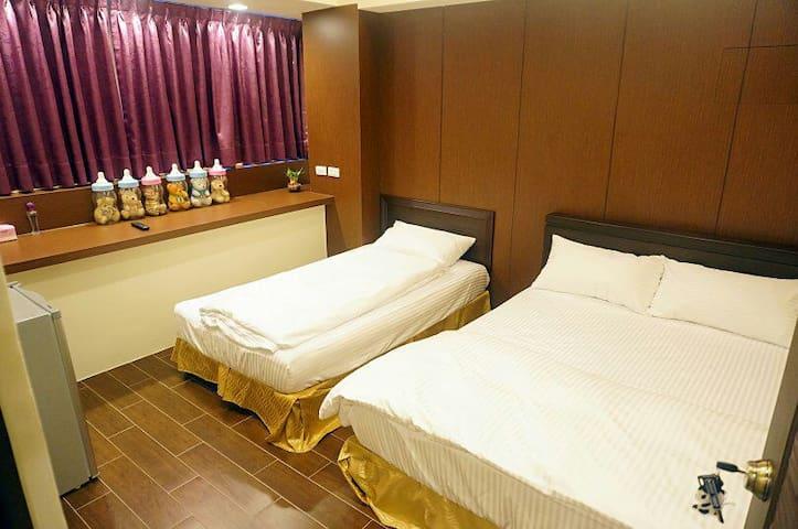 (全新精緻3人房)台中全新逢甲日租套房/住宿/民宿 ) - Xitun District - Appartement