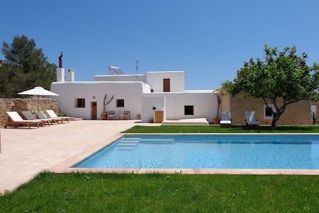 "Authentic ""payesa"" house - Sant Antoni de Portmany"
