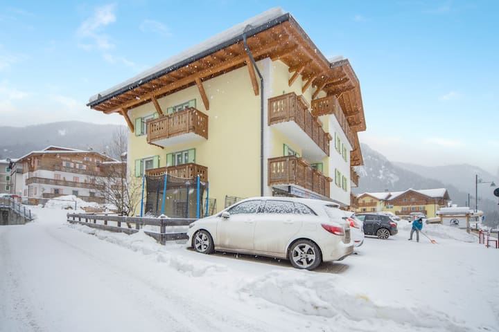 """Beautiful Apartment """"Appartamento Pordoi"""" with Mountain View, Wi-Fi, Balcony & Garden; Parking Available, Pets Allowed Upon Request"""
