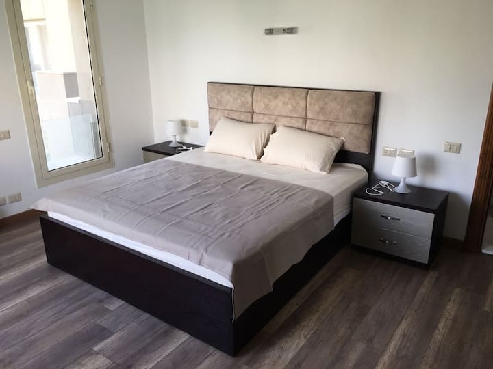 1 Bedroom AUC Clean Modern Apartment, New Cairo
