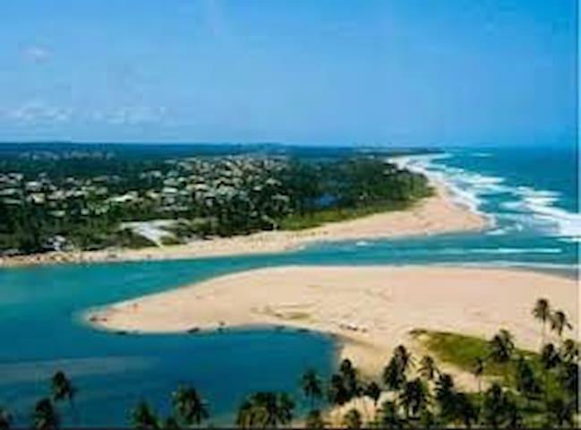 Onde o rio encontra o mar:Casa em Barra do Jacuípe - Camaçari - Hus