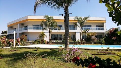Appartement n°2 à 2 CH sur jardin, piscine et lac