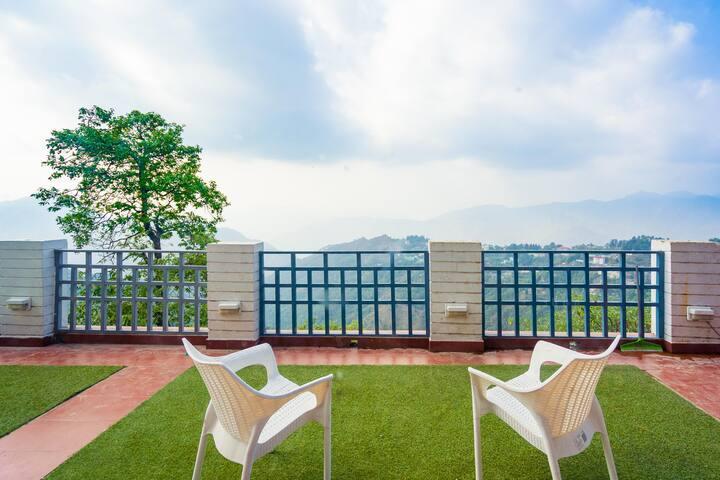 OYO - Elegant 3BHK Hill Home - Discounted!