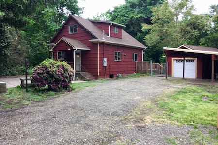 Creekside Farm House Renovated on 1/3 Acre